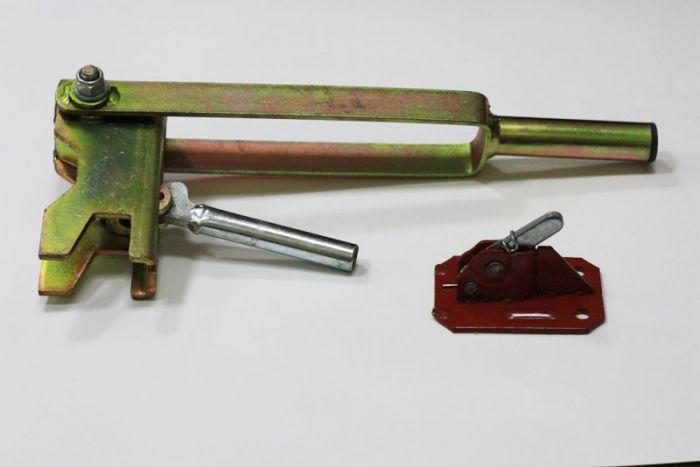 Пружинный зажим и ключ для установки