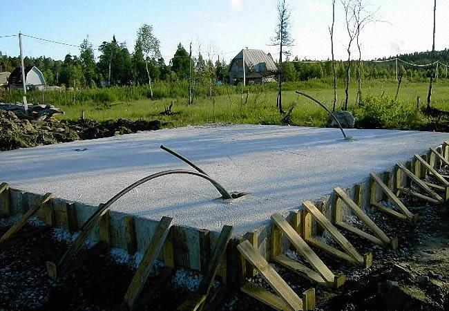 Как заливать бетон в опалубке